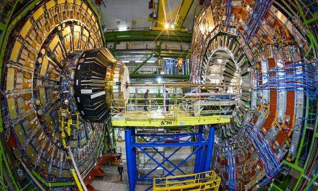 北京正负电子对撞机:撞出粲物理领域三十年领先